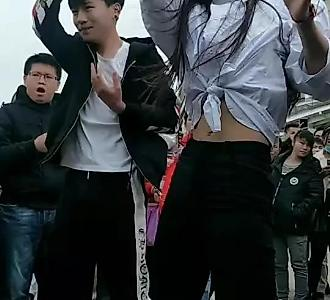 【和男朋友一起跳舞】视频直播-YY磨边机视频图片